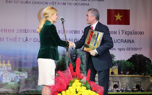 พิธีฉลองครบรอบ๒๕ปีการสถาปนาความสัมพันธ์ทางการทูตเวียดนาม-ยูเครน - ảnh 1