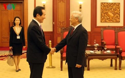 เลขาธิการใหญ่พรรคฯให้การต้อนรับประธานรัฐสภาสาธารณรัฐเกาหลี - ảnh 1