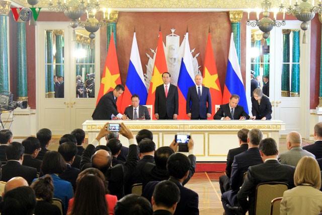 การเยือนของประธานประเทศเวียดนามช่วยขยายความสัมพันธ์ระหว่างเวียดนามกับรัสเซียและเบลารุส - ảnh 1