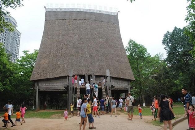 """พิพิธภัณฑ์ชาติพันธุ์เวียดนามได้รับรางวัล """"สถานที่ท่องเที่ยวชั้นนำของเวียดนามประจำปี2017"""" - ảnh 1"""