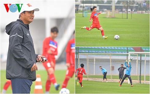 ทีมฟุตบอลเวียดนามพร้อมปะทะแข้งกับทีมชาติกัมพูชา - ảnh 1