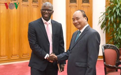 นายกรัฐมนตรีให้การต้อนรับประธานเครือบริษัทWarburg Pincusของสหรัฐและผู้อำนวยการของWBในเวียดนาม - ảnh 2