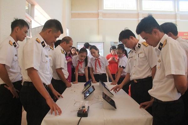 งานนิทรรศการเกี่ยวกับหว่างซาและเจื่องซาของเวียดนาม - ảnh 1