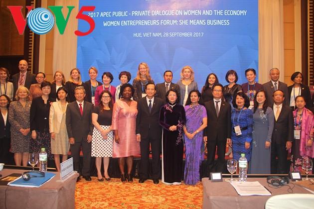 ปิดการประชุมเกี่ยวกับการสนทนาระหว่างภาครัฐกับภาคเอกชนเกี่ยวกับสตรีและเศรษฐกิจ - ảnh 1