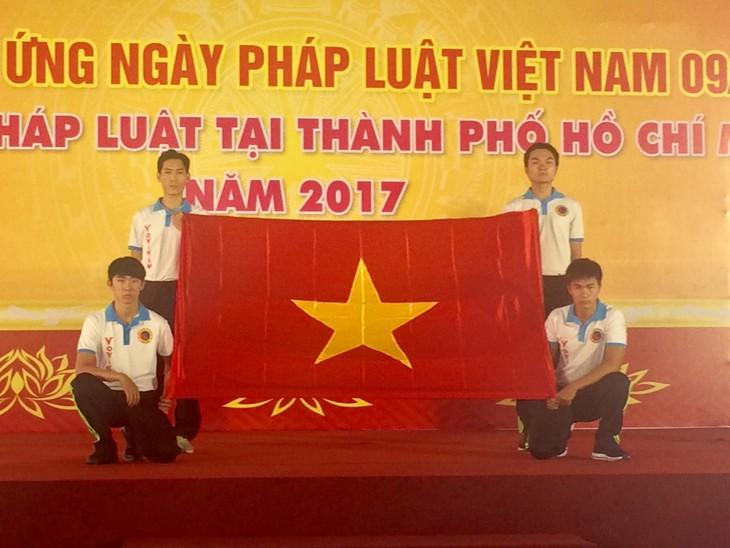 วันกฎหมายเวียดนามมีส่วนร่วมสร้างสรรค์รัฐบาลที่บริสุทธิ์ ปฏิบัติและรับใช้ประชาชนและประเทศ - ảnh 1