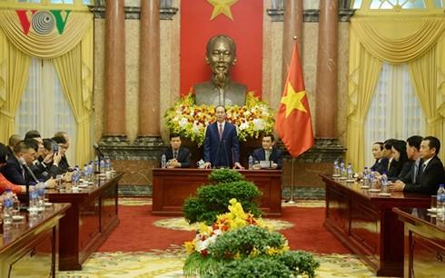 ประธานประเทศเวียดนามให้การต้อนรับสถานประกอบการที่สนับสนุนการประชุมเอเปก2017 - ảnh 1