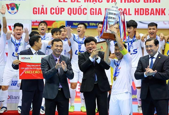 ปิดการแข่งขันฟุตซอล HD Bank Cup ปี 2017   - ảnh 1