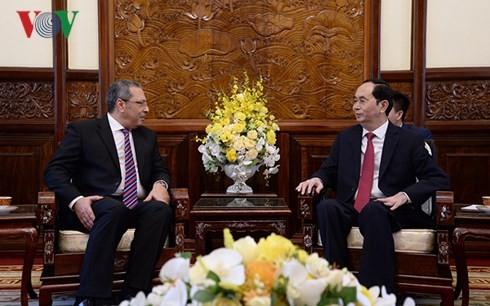 ประธานประเทศเวียดนามให้การต้อนรับเอกอัครราชทูตประเทศต่างๆที่เข้ายื่นสาส์นตราตั้ง - ảnh 2