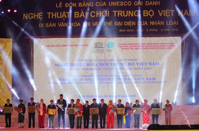 """ศิลปะ """"การร้องเพลงบ่ายจ่อยภาคกลางเวียดนาม""""ได้รับการรับรองเป็นมรดกวัฒนธรรมนามธรรมของมนุษยชาติ - ảnh 1"""