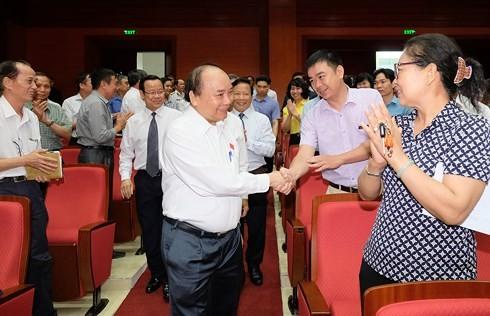 นายกรัฐมนตรีเวียดนามพบปะกับผู้มีสิทธิ์เลือกตั้งนครไฮฟอง - ảnh 1