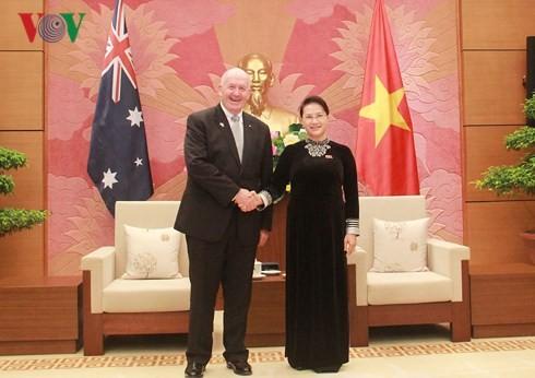 ผู้นำเวียดนามพบปะกับผู้สำเร็จราชการแห่งเครือรัฐออสเตรเลีย  - ảnh 2
