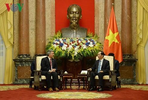 เวียดนามให้ความสำคัญต่อความสัมพันธ์หุ้นส่วนในทุกด้านกับสหรัฐ - ảnh 1