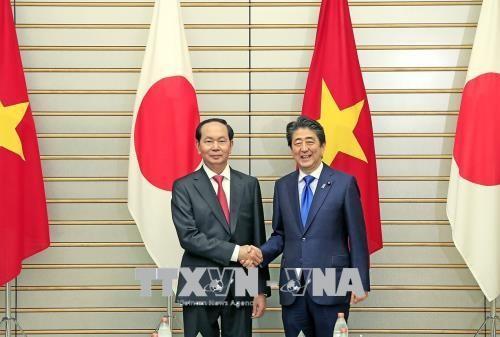 ประธานประเทศเวียดนามเจรจากับนายกรัฐมนตรีญี่ปุ่น - ảnh 1