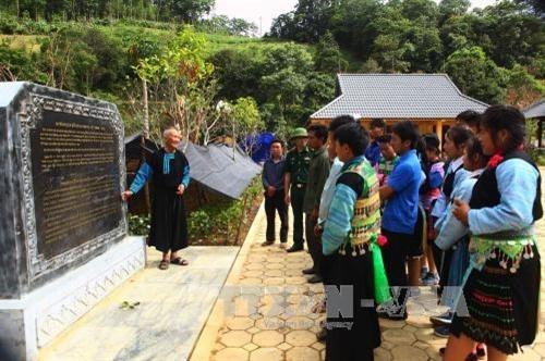 ไมตรีจิตมิตรภาพที่อบอุ่นระหว่างเวียดนามกับลาวในหมู่บ้านชายแดนลาวโค - ảnh 2