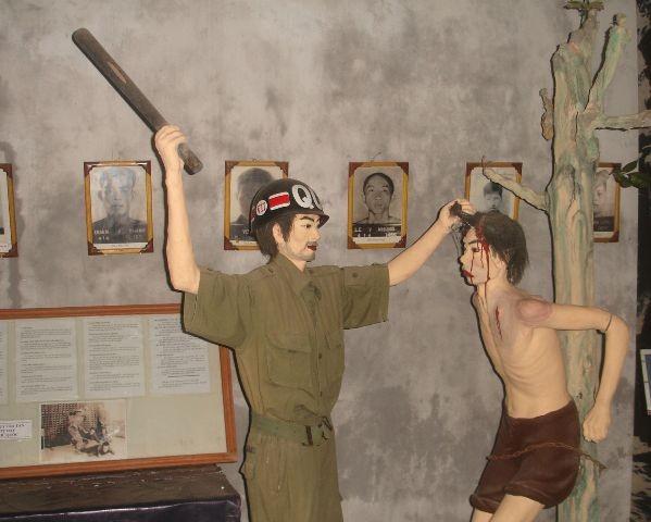 พิพิธภัณฑ์นักรบปฏิวัติที่ถูกศัตรูจับกุมคุมขัง -สถานที่ให้การศึกษาเกียรติประวัติแห่งการปฏิวัติ - ảnh 2