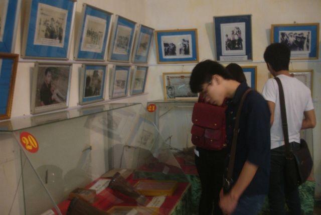 พิพิธภัณฑ์นักรบปฏิวัติที่ถูกศัตรูจับกุมคุมขัง -สถานที่ให้การศึกษาเกียรติประวัติแห่งการปฏิวัติ - ảnh 1