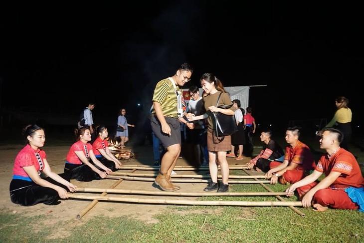 กิจกรรมต่างๆในกรอบโครงการแลกเปลี่ยนเยาวชนไทย-เวียดนามครั้งที่ 10 - ảnh 2