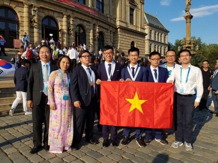 เวียดนามได้รับเหรียญทองในการแข่งขันฟิสิกส์และเคมีโอลิมปิกปี2018 - ảnh 1