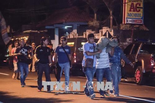 ตำรวจอินโดนีเซียจับกุมตัวผู้ก่อการร้ายที่มีความสัมพันธ์กับกลุ่มไอเอส - ảnh 1