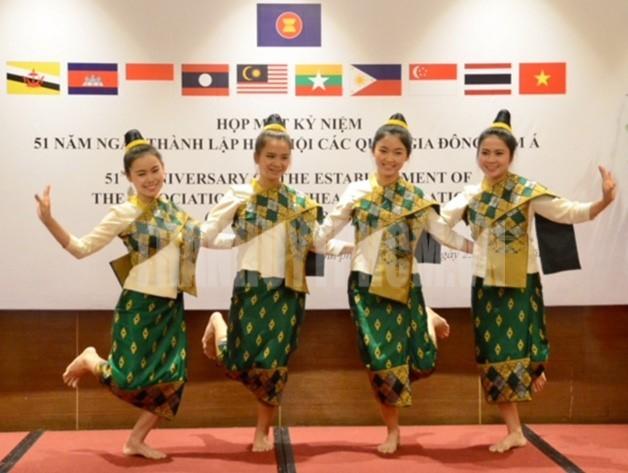 อาเซียนเป็นปัจจัยที่สำคัญต่อสันติภาพ เสถียรภาพและการพัฒนาในภูมิภาคตะวันออกเฉียงใต้ - ảnh 1
