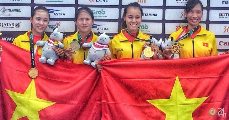 คณะนักกีฬาเวียดนามคว้าเหรียญทองแรกในการแข่งขันกีฬาเอเชียนเกมส์ - ảnh 1