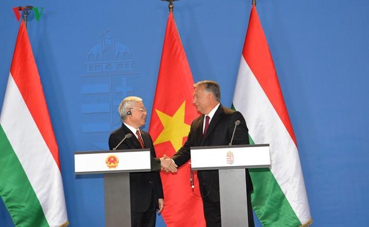 """ยกระดับความสัมพันธ์เวียดนาม-ฮังการีให้เป็นความสัมพันธ์ """"หุ้นส่วนในทุกด้าน"""" - ảnh 1"""