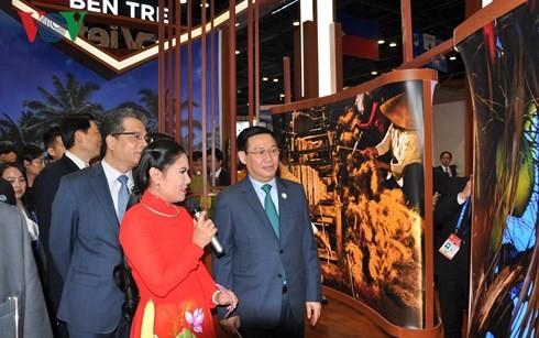 รองนายกรัฐมนตรีเวียดนามเข้าร่วมพิธีเปิดงานแสดงสินค้าCAEXPOและการประชุมCABIS - ảnh 1