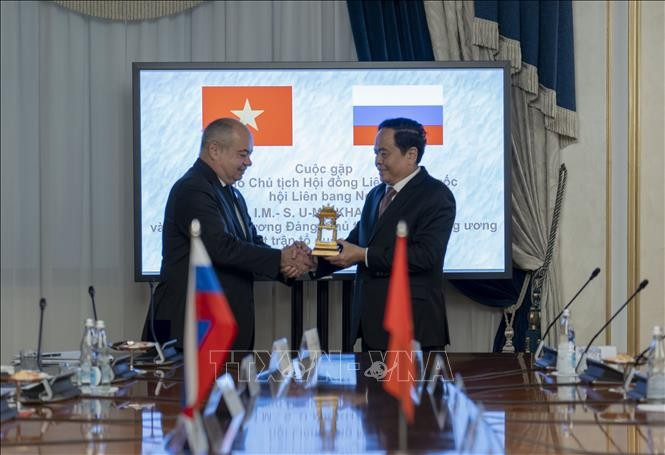ประธานแนวร่วมปิตุภูมิเวียดนามเจรจากับรองประธานวุฒิสภารัสเซียและหัวหน้าพรรคคอมมิวนิสต์รัสเซีย - ảnh 1