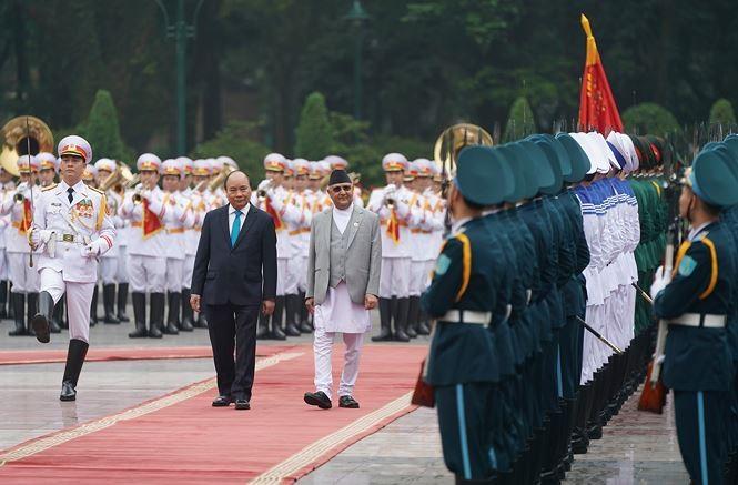 นายกรัฐมนตรีเวียดนามเป็นประธานในพิธีต้อนรับนายกรัฐมนตรีเนปาล - ảnh 1