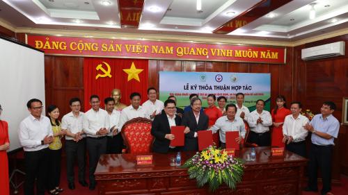 บริษัท ซี.พี.เวียดนามร่วมมือเพื่อพัฒนารูปแบบการผลิตเนื้อไก่ที่ปลอดภัย - ảnh 1