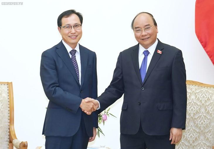รัฐบาลเวียดนามให้การสนับสนุนเครือบริษัทซัมซุงขยายการลงทุนในเวียดนาม - ảnh 1