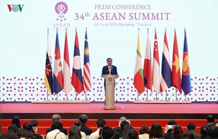 ไทยแถลงข่าวต่อสื่อมวลชนเกี่ยวกับผลการประชุมผู้นำอาเซียนครั้งที่ 34 - ảnh 1
