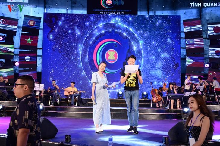 """Trước giờ G đêm chung kết cuộc thi """"Tiếng hát ASEAN+3"""" năm 2019 - ảnh 9"""