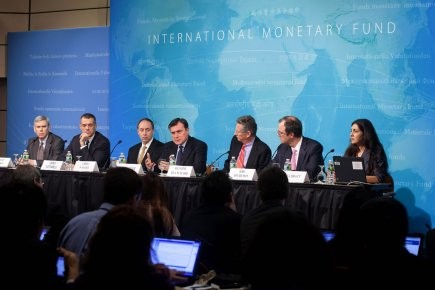 IMF cuts forecasts for global economic growth - ảnh 1