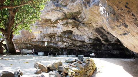 Hang pagoda on Ly Son island - ảnh 1