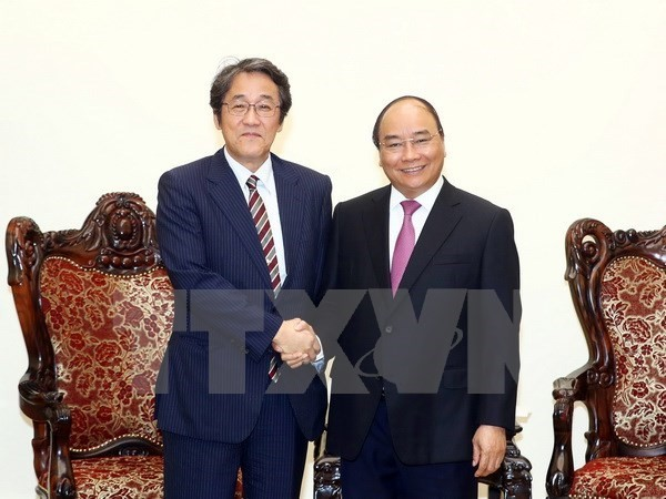 PM lauds Japanese ambassador's efforts to boost bilateral ties - ảnh 1