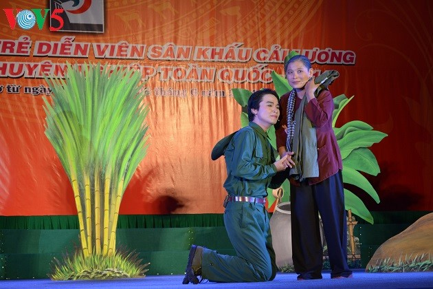 Youngsters show off talent in performing Cai Luong (Reformed opera) - ảnh 1