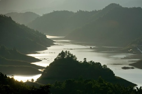 Thung Nai – miniature of Ha Long Bay in northwest - ảnh 1