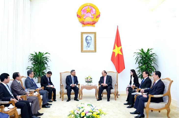 Vietnam pledges more assistance for Laos' personnel training - ảnh 1