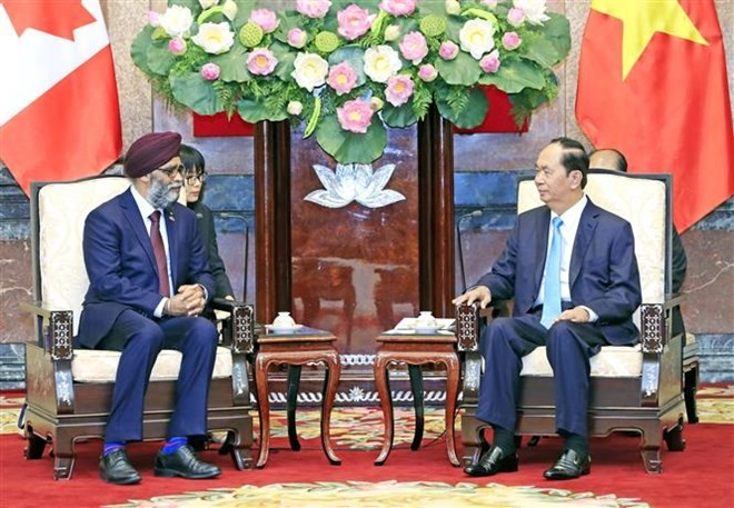 Vietnam provides all means for defence ties with Canada - ảnh 1