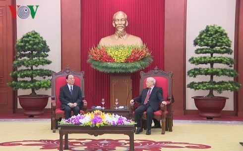 Party leader Nguyen Phu Trong receives CPC delegation - ảnh 1