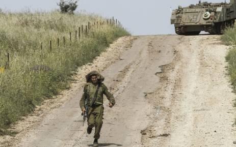 Syrian air defense thwarts Israeli missile strike - ảnh 1