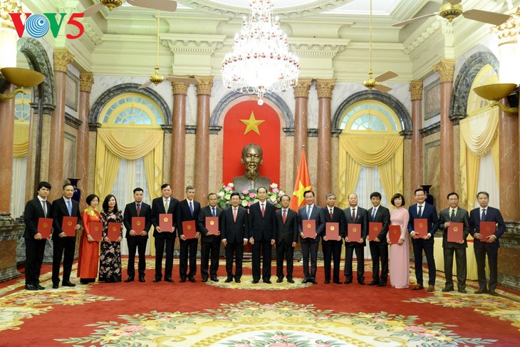 President asks new ambassadors to promote economic diplomacy - ảnh 1