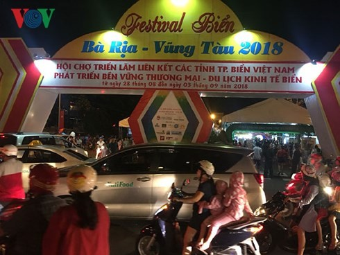Sea festival livens Ba Ria-Vung Tau province - ảnh 2