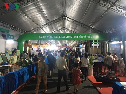 Sea festival livens Ba Ria-Vung Tau province - ảnh 3