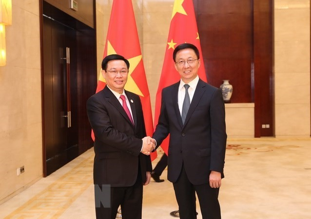 Deputy PM Vuong Dinh Hue holds talks with Chinese Vice Premier - ảnh 1