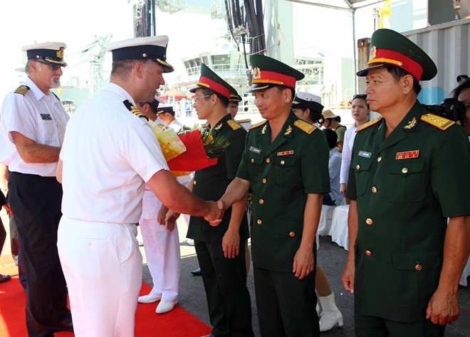 Royal Canadian Navy's ships visit Da Nang city - ảnh 1