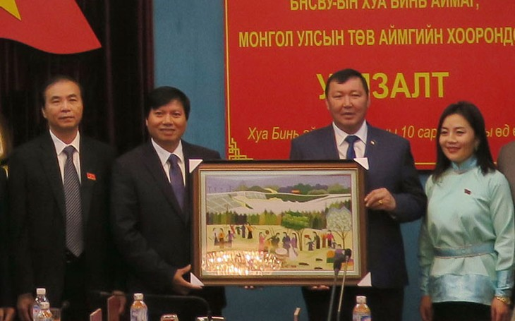 Mongolian delegation pays working visit to Hoa Binh province - ảnh 1