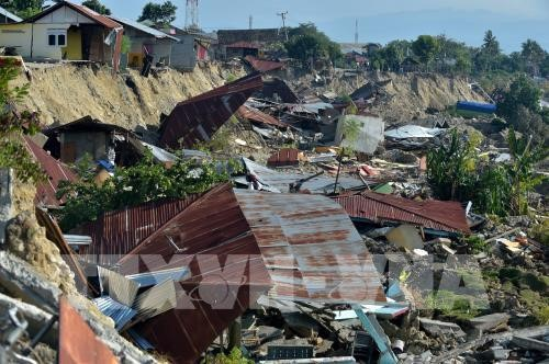 Search for victims of Indonesia disaster extended; three dead in Java quake - ảnh 1