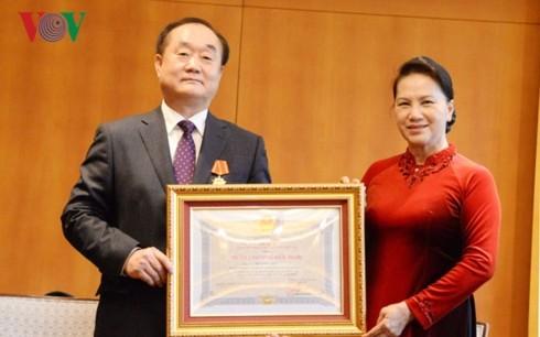 Vietnamese top legislator praises Vietnam-RoK friendship  - ảnh 2